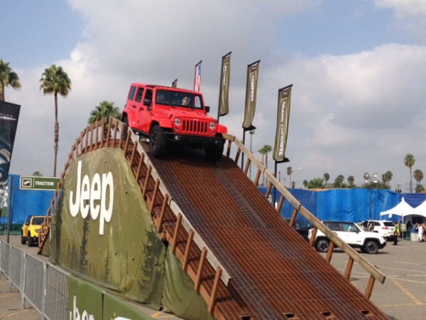 Auto Show 2015 Jeep red